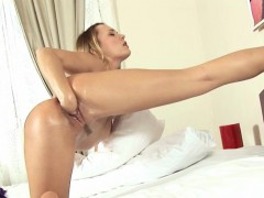 Blondie Babe Vagina Fisting Herself