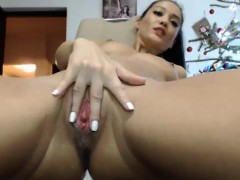 hot-milf-pussy-masturbation-on-webcam