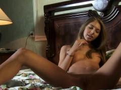 Nice Girl Gapes Yummy Fuckbox And Loses Virginity