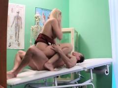 bonde milf nurse penetrated by doctor WWW.ONSEXO.COM