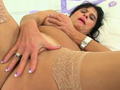 british-milf-raven-fucks-her-pussy-with-her-fingers