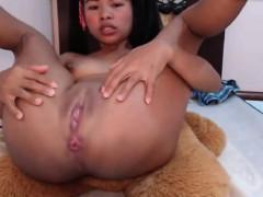 asiansexporno-com-indonesia-girl-masturbate-with-vibrating