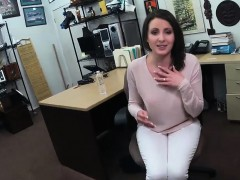 customers-wife-gives-head-and-screwed-at-the-pawnshop