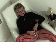 unfaithful-uk-mature-lady-sonia-pops-out-her-giant-melons