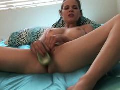 Heidi se masturba hasta el orgasmo