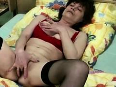 brunette-mature-masturbating-in-stockings