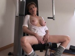 adulterous-british-milf-lady-sonia-shows-off-her-huge-balloo