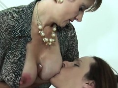 cheating-english-mature-lady-sonia-flaunts-her-huge-boobies