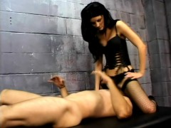 dominatrix-leah-wilde-sits-on-her-slave-s-face-and-gets-licked