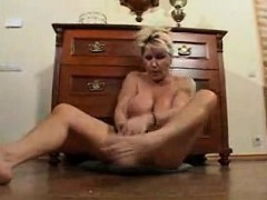yolande-from-onmilfcom-see-my-pervert-mature-wife-showing
