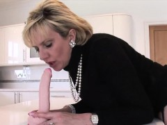 Unfaithful uk milf lady sonia shows off her giant boobs