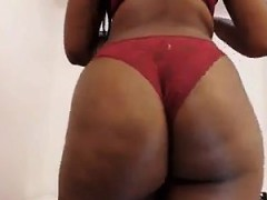 Dark Skinned Hottie Exposes Her Magnificent Big Booty For T