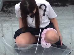 asian-pisses-in-umbrella