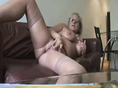 hot-mature-showing-and-fingering-jeremy-from-1fuckdatecom