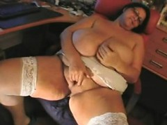 Bbw Mature Sandra Rubbing One Out Lakesha From 1fuckdatecom