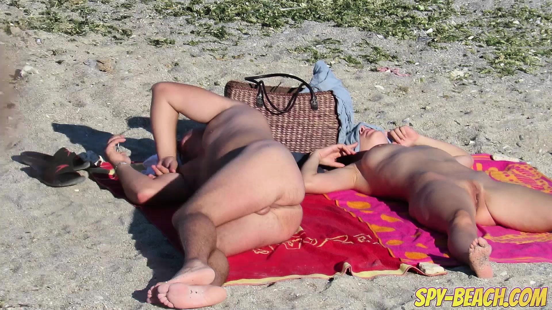 Hd video подгляд на нудистском пляже