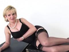 Unfaithful english mature gill ellis reveals her large boobs