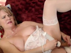 horny-milf-catherinexx-with-hairy-wet-pussy-alivegirl