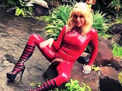 latex-dressed-mature-shemale-cums-in-the-garden