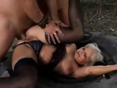 young-guy-finds-mature-woman-outdo-louise-from-1fuckdatecom