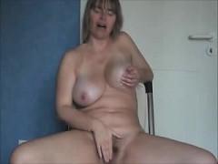 lusty-mature-masturbation-zaida