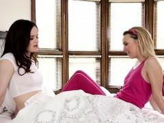 tiny-lesbian-gets-massage