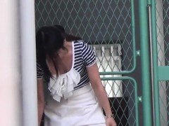 asian-babes-rush-to-piss