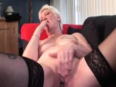 slutty-mature-in-stockings-rubbing-herself