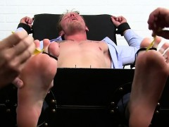 muscle-gays-foot-and-cumshot