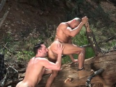 tattoo-bodybuilder-outdoor-sex-with-cumshot