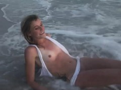 delicious-babe-strips-down-at-the-beach