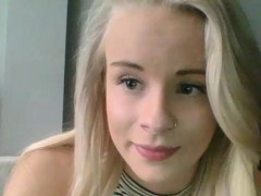 slutty natural blonde camgirl does a kinky camshow