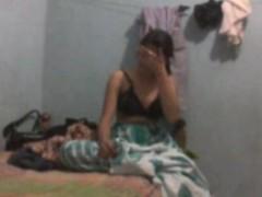 ghar-me-akeli-behn-k-sath-video-banayi