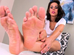 tattooed-shemale-playing-with-her-feet