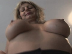 blonde-sahra-with-big-boobs-is-so-elastic-and-arousing
