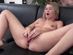 charming-girl-is-pissing-and-pleasuring-trimmed-quim