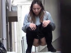asian-teens-squirt-pee