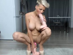big-boobs-blonde-babe-jessie-jazz-gives-blowjob