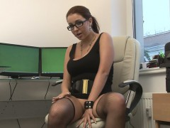 geeky-girl-filmed-herself-while-fingering-her-snatch