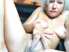 Attractive Blonde Camgirl Makes Herself Squirt