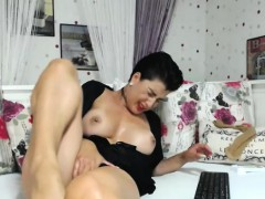 Hot Naughty Shaved Camwhore Is Having Fun All By Herself