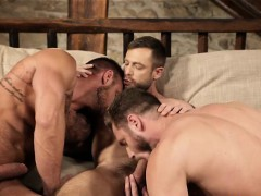muscle-gay-threesome-with-creampie