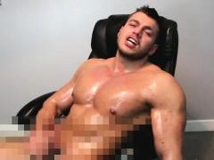 kinky-bodybuilder-wank