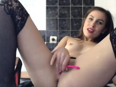 Tasty Chaved Chick Shows Off Her Awesome Body On Cam