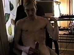 skinny-guy-cums-in-chair