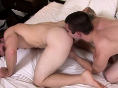 muscle-gay-flip-flop-with-cumshot