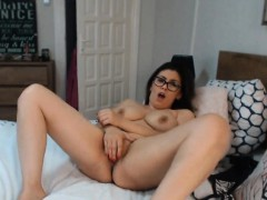 Hot and Sexy Babe Dildoing Pussy