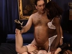 White and black sluts share schlong in threesome