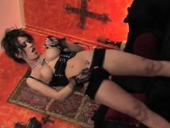 Capri Shows Off Her Pretty Feet