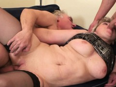 60 years old bitch is double banged WWW.ONSEXO.COM